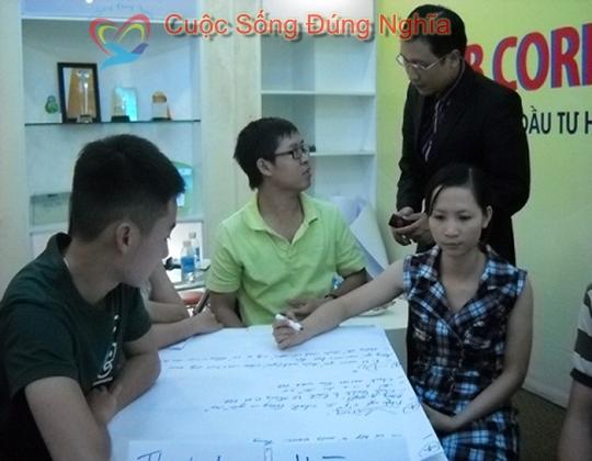 dien gia chuyen gia dao tao tran dinh tuan dao tao nguyen kim 61 Đào Tạo Kỹ Năng Bán Hàng Cho Công Ty Nguyên Kim
