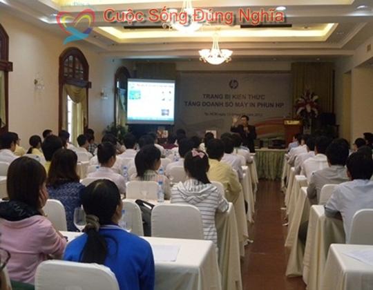 ky nang dien gia tran dinh tuan may tinh hp 1 Đào Tạo Kỹ Năng Cho Nhân Viên Công Ty HP Việt Nam