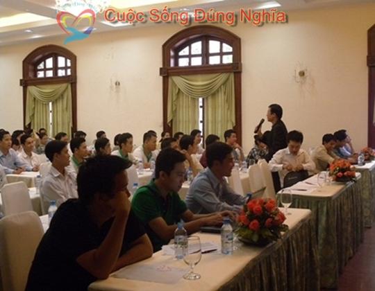 ky nang dien gia tran dinh tuan may tinh hp 18 Đào Tạo Kỹ Năng Cho Nhân Viên Công Ty HP Việt Nam