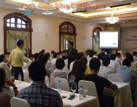 ky nang dien gia tran dinh tuan may tinh hp 2 Đào Tạo Kỹ Năng Cho Nhân Viên Công Ty HP Việt Nam