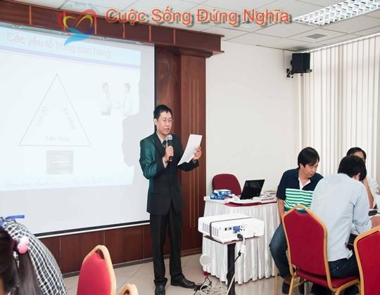ky nang dien gia tran dinh tuan vietcombank 2 Đào Tạo Kỹ Năng Giao Tiếp Và Bán Hàng Cho Vietcombank