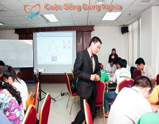 ky nang dien gia tran dinh tuan vietcombank 4 Đào Tạo Kỹ Năng Giao Tiếp Và Bán Hàng Cho Vietcombank