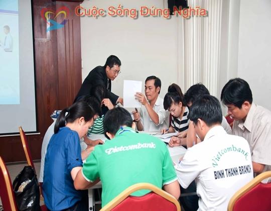 ky nang dien gia tran dinh tuan vietcombank 71 Đào Tạo Kỹ Năng Giao Tiếp Và Bán Hàng Cho Vietcombank
