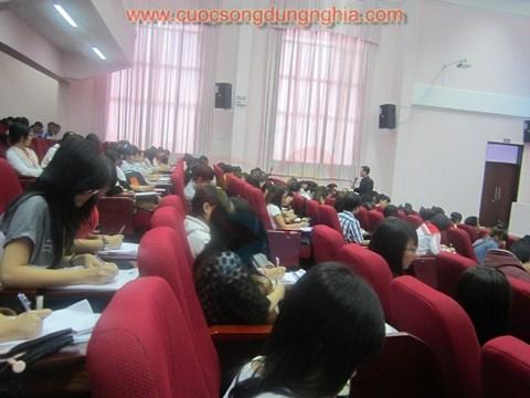IMG 3298 Đào Tạo Chương Trình Khẳng Định Bản Thân Cho ĐH Kinh Tế   Luật