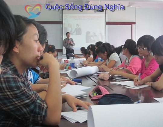 IMG 4191 Đào Tạo Kỹ Năng Giao Tiếp Cho Sinh Viên ĐH Kinh Tế Luật