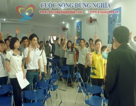 cuoc-songn-dung-nghia-dien-gia-tran-dinh-tuan-dao-tao-hoc-duong (4)