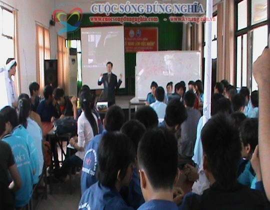 ky nang lam viec nhom cuoc song dung nghia 9 Đào tạo Kỹ năng làm việc nhóm cho CĐ công nghệ kỹ thuật Tp.HCM