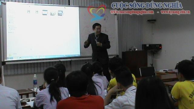 tran dinh tuan dao tao dh tai chinh marketing 3 Đào tạo Kỹ năng giao tiếp Trường ĐH Tài Chính Marketing