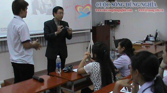 tran dinh tuan dao tao dh tai chinh marketing 8 Đào tạo Kỹ năng giao tiếp Trường ĐH Tài Chính Marketing