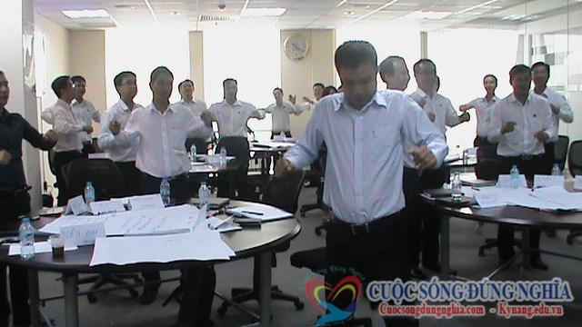 dien gia tran dinh tuan dao tao dam phan thuong luong sacombank 6 Đào Tạo Kỹ Năng Đàm Phán Thương Lượng Cho Sacombank