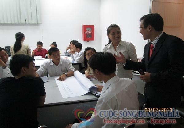 IMG 0862 Đào Tạo Kỹ Năng Phục Vụ Khách Hàng Cho Toyota Tân Cảng
