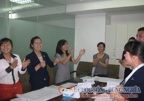 dao tao ky nang ban hang pranda 4 Đào Tạo Kỹ Năng Bán Hàng Tập Đoàn Nữ Trang Pranda