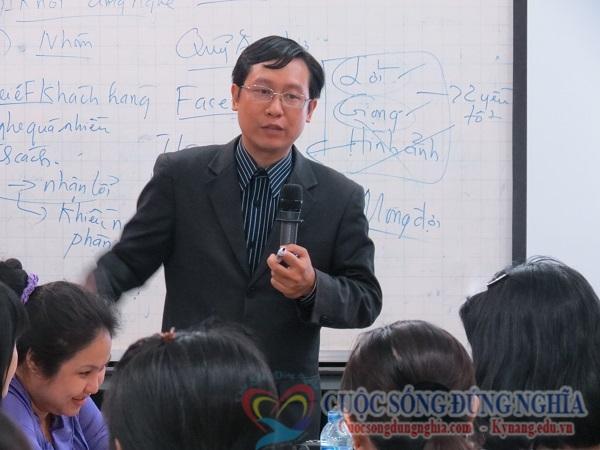 dien gia tran dinh tuan dao tao buu dien 3 Đào Tạo Kỹ Năng Bán Hàng Cho Bưu Điện TP.HCM