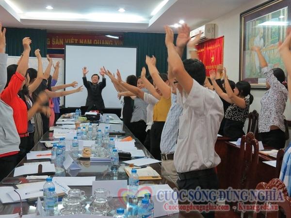 dien gia tran dinh tuan dao tao buu dien 8 Đào Tạo Kỹ Năng Bán Hàng Cho Bưu Điện TP.HCM