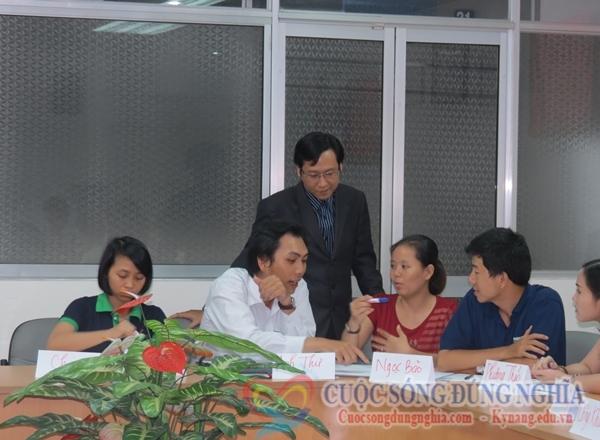lam viec nhom Đào Tạo Kỹ Năng Bán Hàng ngày 02 08 2013