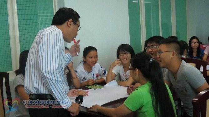 IMG 5892 Đào tạo Kỹ năng làm việc nhóm và Kỹ năng thuyết trình cho sinh viên Trường Đại Học Kinh Tế Luật