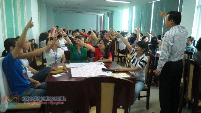 IMG 6004 Đào tạo Kỹ năng làm việc nhóm và Kỹ năng thuyết trình cho sinh viên Trường Đại Học Kinh Tế Luật