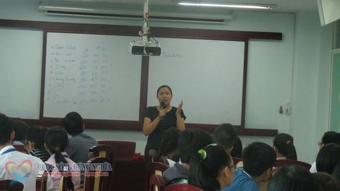 IMG 6112 Đào tạo Kỹ năng làm việc nhóm và Kỹ năng thuyết trình cho sinh viên Trường Đại Học Kinh Tế Luật