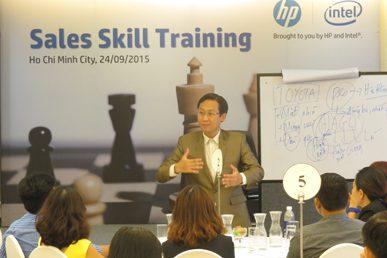 """Đào tạo """"Kỹ năng giao tiếp trong kinh doanh"""" cho HP"""