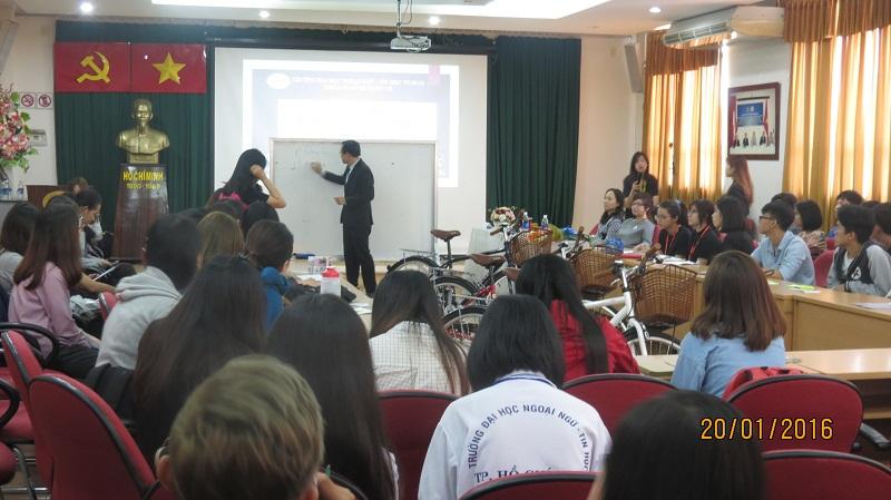 IMG 4142 Đào tạo kỹ năng thuyết phục bằng ngôn từ cho ĐH Huflit