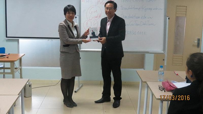 dao tao phuc vu khach hang cho junhee 13 Thẩm mỹ Junhee nâng cao kỹ năng tiếp cận khách hàng