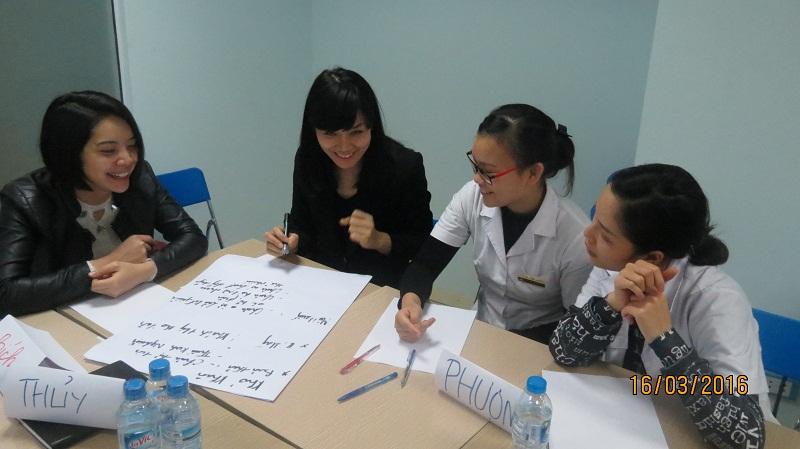 dao tao phuc vu khach hang cho junhee 3 Thẩm mỹ Junhee nâng cao kỹ năng tiếp cận khách hàng
