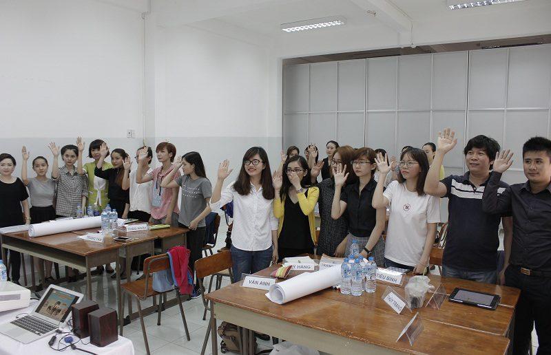 dao tao ban hang cho cocmesty 1 800x516 Đào Tạo Bán Hàng Cho Công Ty Nuty Cosmetics