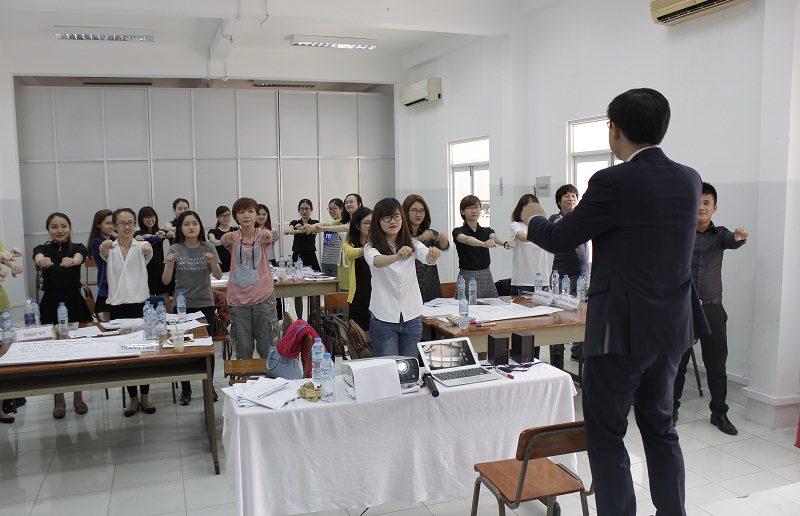 dao tao ban hang cho cocmesty 8 800x516 Đào Tạo Bán Hàng Cho Công Ty Nuty Cosmetics