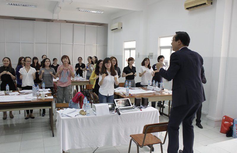 dao tao ban hang cho cocmesty 9 800x516 Đào Tạo Bán Hàng Cho Công Ty Nuty Cosmetics