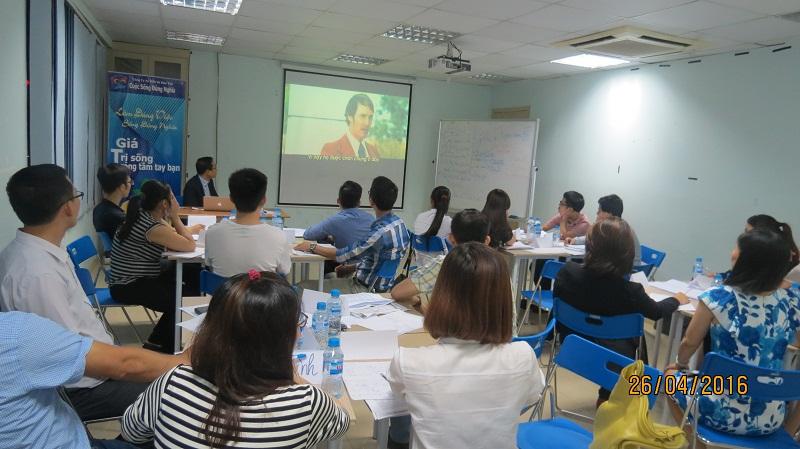 dao tao ky nang giao tiep va trinh bay 25 04 16 tai ha noi 1 Đào tạo Kỹ năng giao tiếp và Trình bày cho học viên Trung tâm Hà Nội