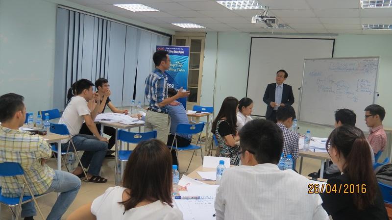 dao tao ky nang giao tiep va trinh bay 25 04 16 tai ha noi 10 Đào tạo Kỹ năng giao tiếp và Trình bày cho học viên Trung tâm Hà Nội