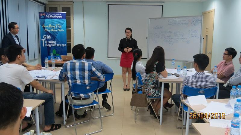 dao tao ky nang giao tiep va trinh bay 25 04 16 tai ha noi 11 Đào tạo Kỹ năng giao tiếp và Trình bày cho học viên Trung tâm Hà Nội