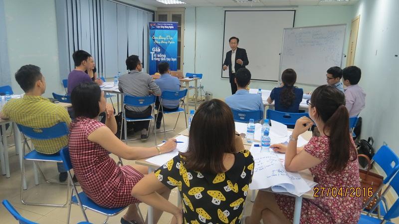 dao tao ky nang giao tiep va trinh bay 25 04 16 tai ha noi 12 Đào tạo Kỹ năng giao tiếp và Trình bày cho học viên Trung tâm Hà Nội