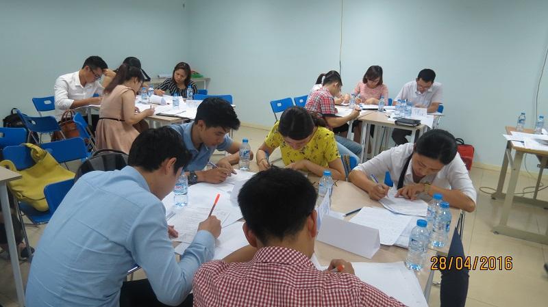 dao tao ky nang giao tiep va trinh bay 25 04 16 tai ha noi 13 Đào tạo Kỹ năng giao tiếp và Trình bày cho học viên Trung tâm Hà Nội