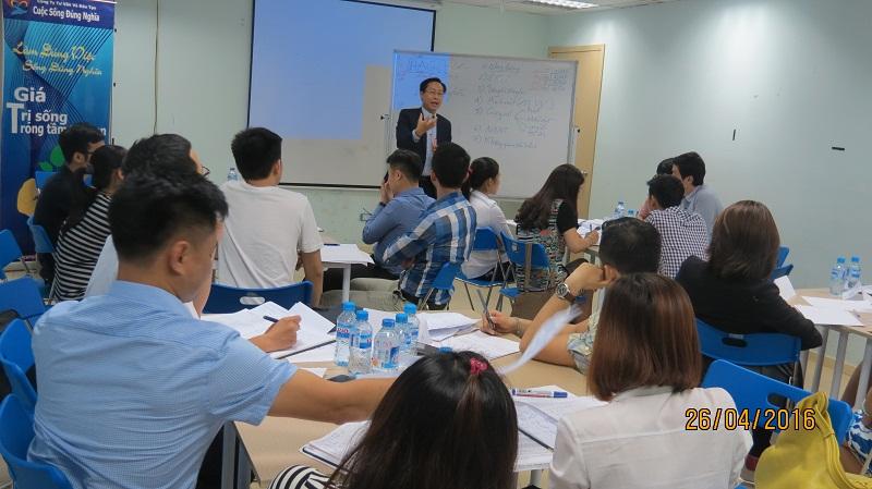 dao tao ky nang giao tiep va trinh bay 25 04 16 tai ha noi 2 Đào tạo Kỹ năng giao tiếp và Trình bày cho học viên Trung tâm Hà Nội