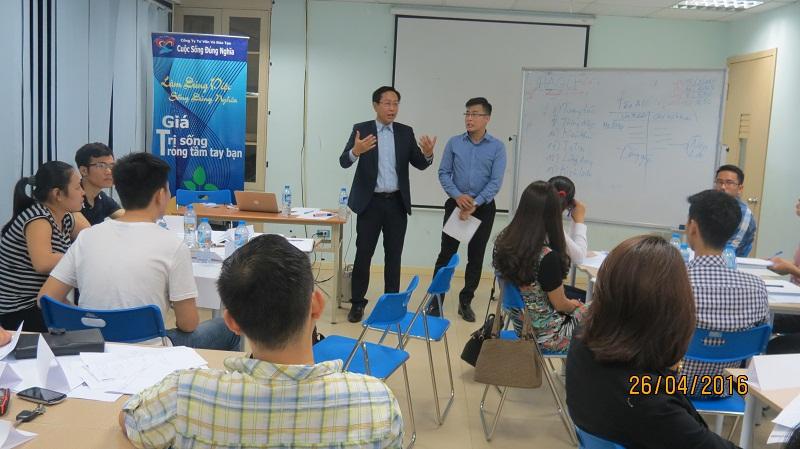 dao tao ky nang giao tiep va trinh bay 25 04 16 tai ha noi 3 Đào tạo Kỹ năng giao tiếp và Trình bày cho học viên Trung tâm Hà Nội