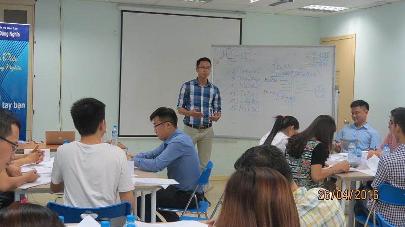 dao tao ky nang giao tiep va trinh bay 25 04 16 tai ha noi 4 Đào tạo Kỹ năng giao tiếp và Trình bày cho học viên Trung tâm Hà Nội