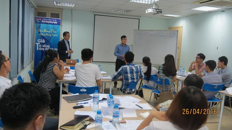 dao tao ky nang giao tiep va trinh bay 25 04 16 tai ha noi 8 Đào tạo Kỹ năng giao tiếp và Trình bày cho học viên Trung tâm Hà Nội