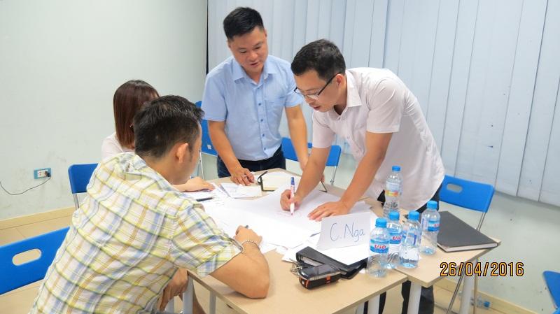 dao tao ky nang giao tiep va trinh bay 25 04 16 tai ha noi 9 Đào tạo Kỹ năng giao tiếp và Trình bày cho học viên Trung tâm Hà Nội