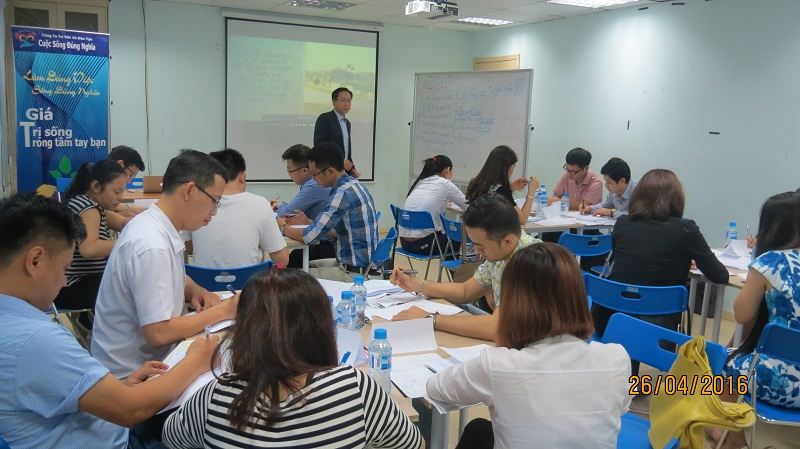 dao tao ky nang giao tiep va trinh bay 25 04 16 tai ha noi Đào tạo Kỹ năng giao tiếp và Trình bày cho học viên Trung tâm Hà Nội