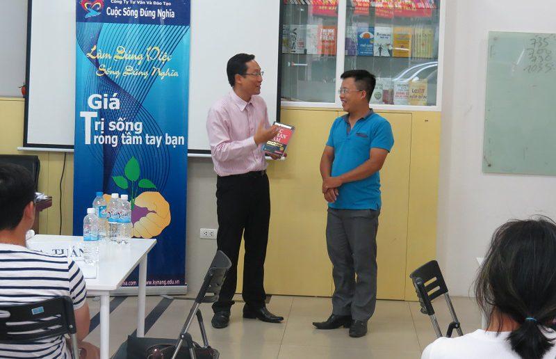 dao tao ky nang giao tiep va ban hang ha noi 25 06 2016 20 800x516 Đào Tạo Public Kỹ năng giao tiếp và Thuyết trình tại Hà Nội khóa 25 06 2016