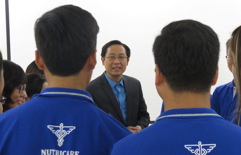 dao tao cham soc khach hang Nutricare 29 800x516 Đào tạo Inhouse Công ty Nuticare: kỹ năng chăm sóc khách hàng hiệu quả