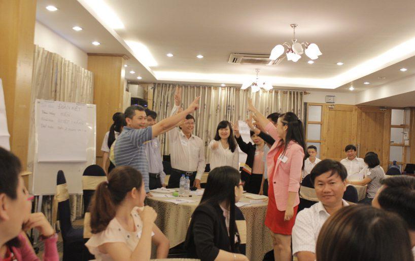 hinh anh bidv lam viec nhom  818x516 Đào tạo cho BIDV Hồ Chí Minh: Kỹ năng truyền lửa và tạo động lực cho nhân viên