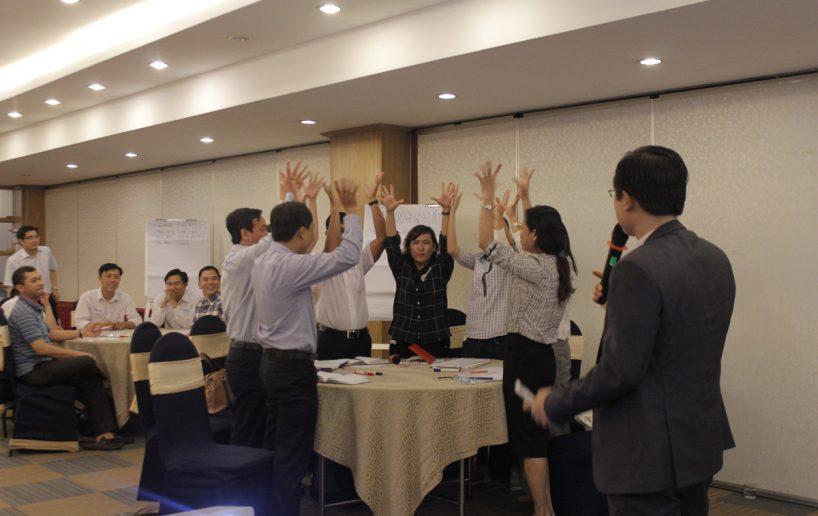 hinh anh bidv lam viec nhom 2 818x516 Đào tạo cho BIDV Hồ Chí Minh: Kỹ năng truyền lửa và tạo động lực cho nhân viên