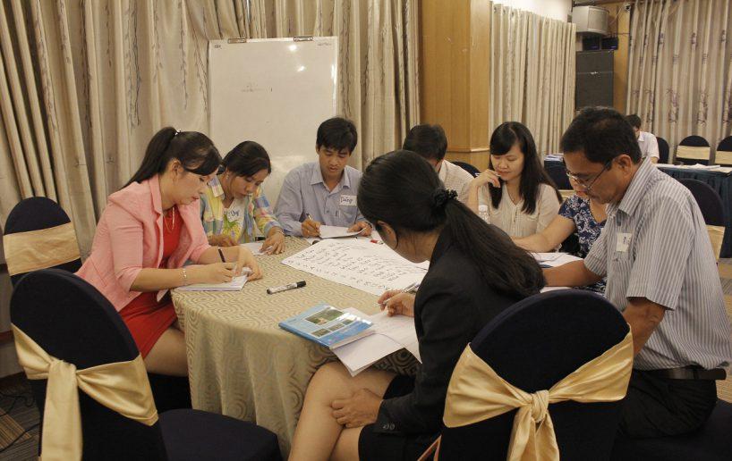 hinh anh bidv lam viec nhom 7 818x516 Đào tạo cho BIDV Hồ Chí Minh: Kỹ năng truyền lửa và tạo động lực cho nhân viên
