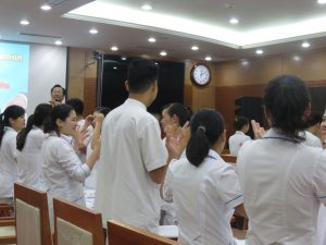 DAO TAO GIAO TIEP UNG XU BENH VIEN 108 lan 72 300x225 Chương trình đào tạo Kỹ Năng Giao Tiếp Và Xử Lý Tình Huống lần thứ 7 cho Bệnh Viên Trung Ương Quân Đội 108