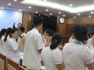 DAO TAO GIAO TIEP UNG XU BENH VIEN 108 lan 73 300x225 Chương trình đào tạo Kỹ Năng Giao Tiếp Và Xử Lý Tình Huống lần thứ 7 cho Bệnh Viên Trung Ương Quân Đội 108