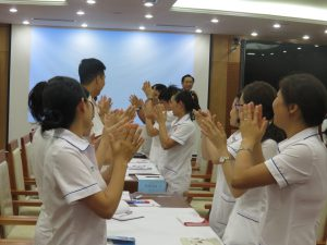 DAO TAO GIAO TIEP UNG XU BENH VIEN 108 lan 75 300x225 Chương trình đào tạo Kỹ Năng Giao Tiếp Và Xử Lý Tình Huống lần thứ 7 cho Bệnh Viên Trung Ương Quân Đội 108