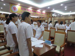 DAO TAO GIAO TIEP UNG XU BENH VIEN 108 lan 78 300x225 Chương trình đào tạo Kỹ Năng Giao Tiếp Và Xử Lý Tình Huống lần thứ 7 cho Bệnh Viên Trung Ương Quân Đội 108