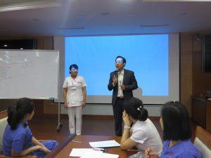 DAO TAO GIAO TIEP UNG XU BENH VIEN 10810 300x225 Chương trình đào tạo Kỹ Năng Giao Tiếp Và Xử Lý Tình Huống lần thứ 5 cho Bệnh Viên Trung Ương Quân Đội 108